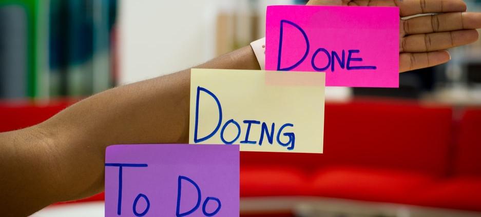 een projectmanager zorgt ervoor dat dingen gedaan worden. Hij of zij zal met de juiste expertise jouw doelstellingen in kaart brengen en behalen. Huur daarom een projectmanager in. onze 5 redenen